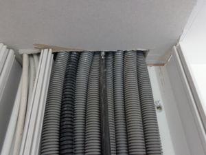 Passage des gaines en faux plafond